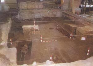 Area G2-G3/H2-H3, donde se encontraron los esqueletos articulados. p 58