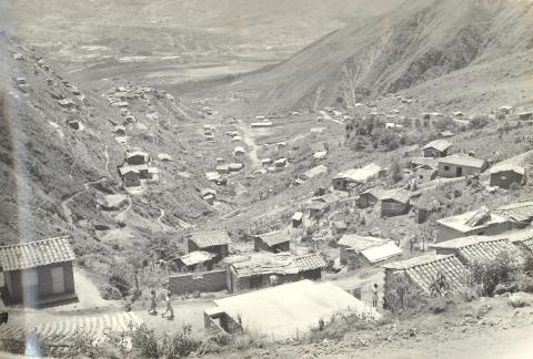 Barrio Santo Domingo (Medellín). Los tugurios son construidos en terrenos no aptos para la construcción.