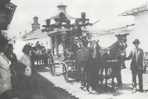 Primer coche fúnebre. Melitón Rodríguez. 1908. Archivo Fotográfico BPP